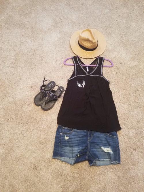 Black_tank_Jean_shorts.jpg