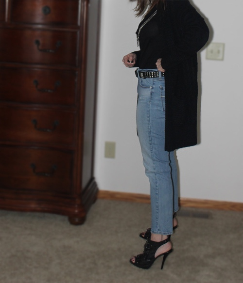 Date night outfit, black heels, heels, black sandals, skinny jeans, long black cardigan, cardigan, black cardigan, black t-shirt, cool outfit, cool girl